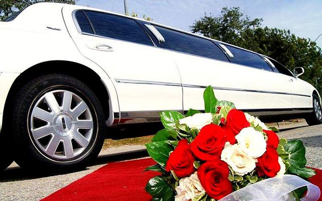 lincoln towncar white wedding stretch Limo