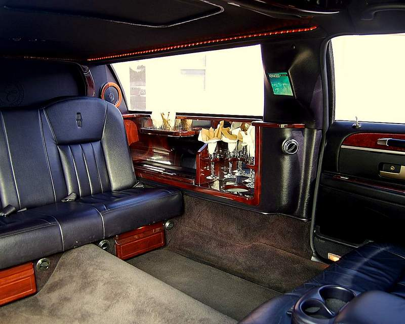 Lincoln Presidential Limo Up To 6 Passenger 239 645 4878