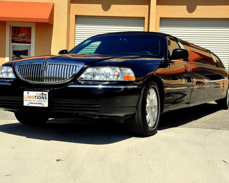 lincoln towncar stretch limo black