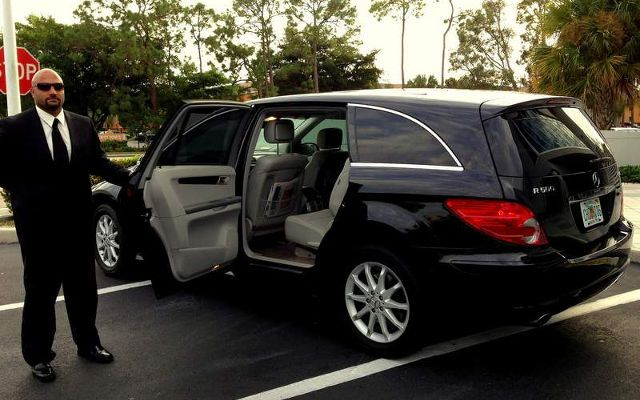 fort myers airport shuttle sedan